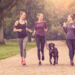 Corriendo con tu perro conocerás a mucha gente (Istock)